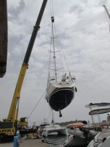 Efter en uges hårdt arbejde med båden på land blev den søsat 8. april. Fra strandet hval tilbage i sit rette element.