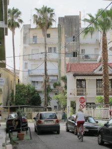 Et typisk gadebillede i Messolonghi. Byen vinder ikke på arkitekturen...