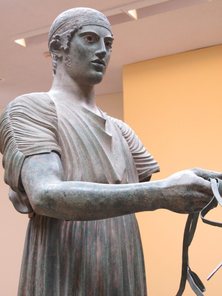 """Den berømte bronzestatue """"Vognstyreren"""" er betagende livagtig"""