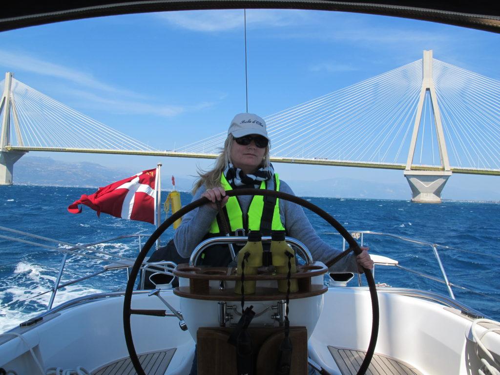 Marianne holder skuden på rette kurs i 18 m/s