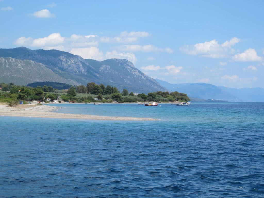 Vi runder nordspidsen af Evia på en smuk sejlads
