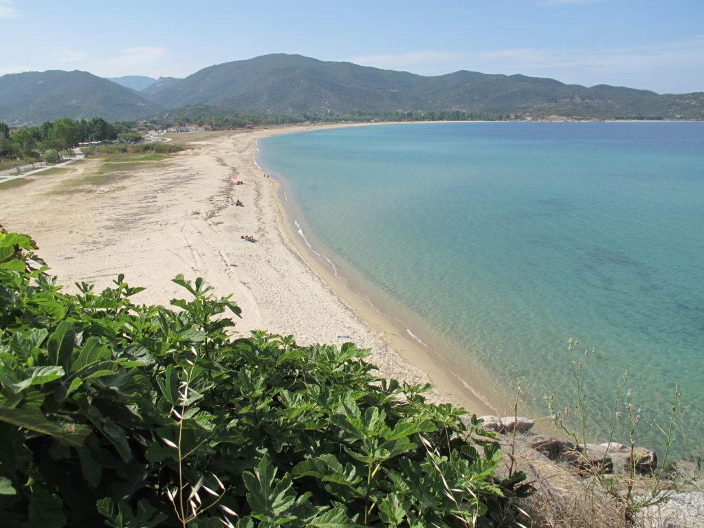 """Der er god plads på stranden. Den midterste af halvøerne """"Sinthonia"""""""