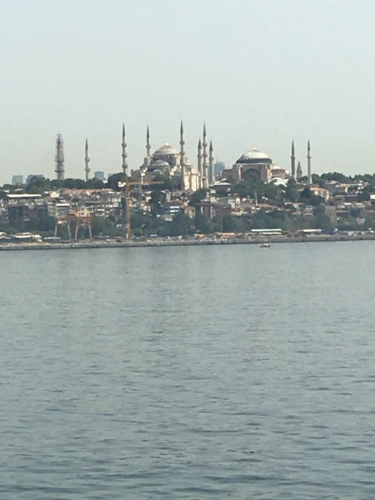 Et klassisk Istanbul-kig fra færgen