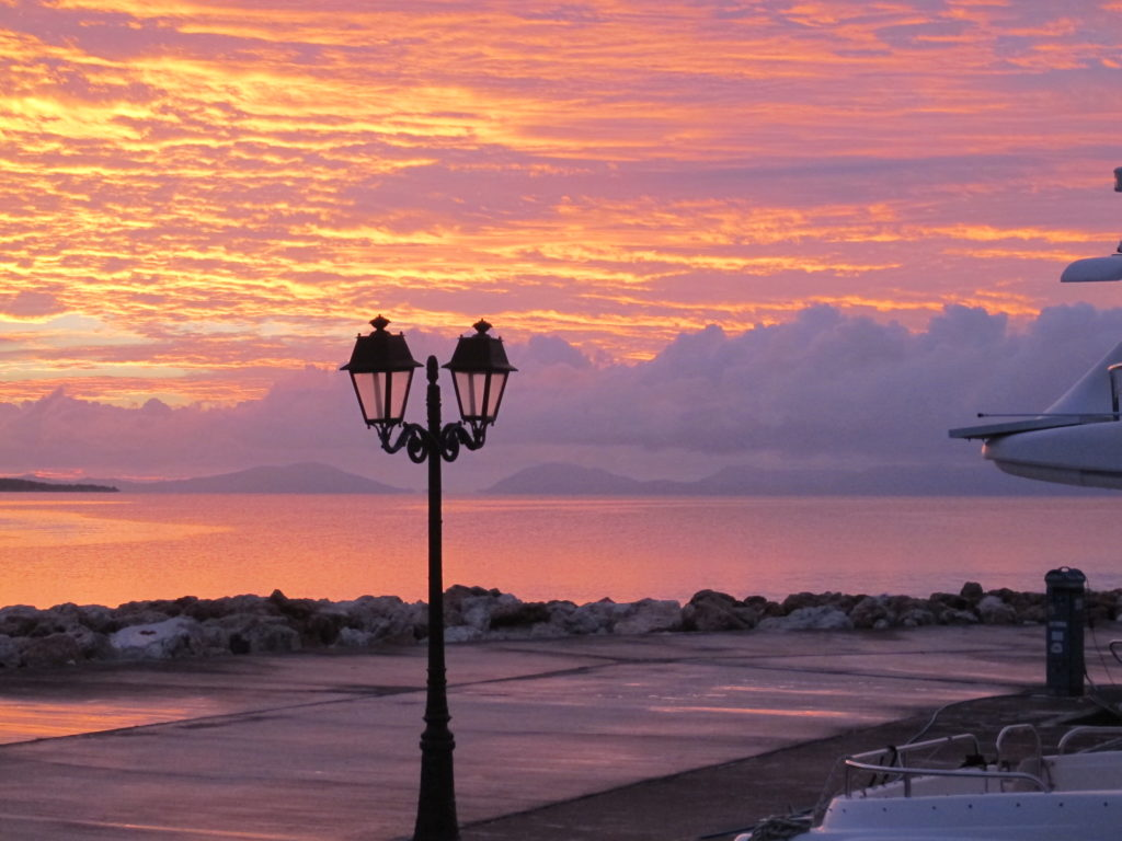 Flot men noget dramatisk solnedgang over Korfu