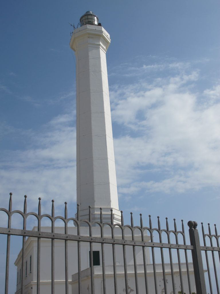 Det store fyrtårn på sydøstspidsen af Italien kunne vi se på mindst 25 sømils afstand om natten