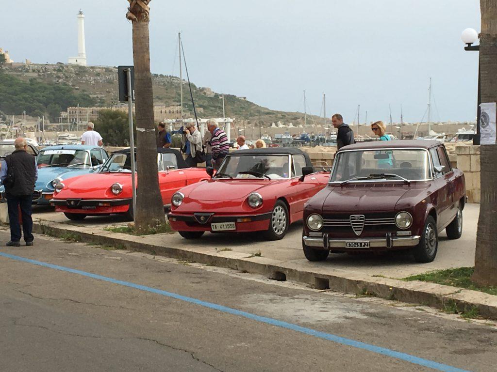 Velkommen til Italien - selvfølgelig er der veteranbils Rally i Alfaer, Lanciaer mmm.